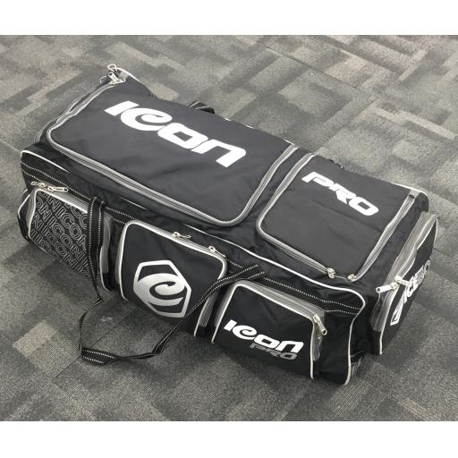 SIGNATURE PRO CRICKET KIT BAG